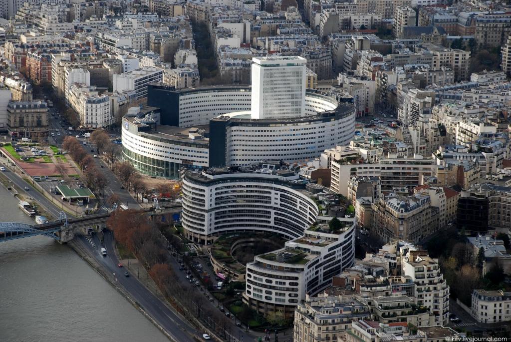 3815 Как выглядит Париж с Эйфелевой башни?