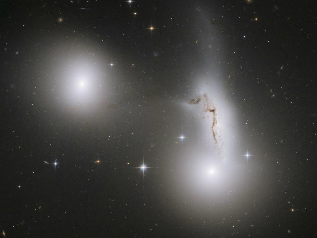 3823 Большое фотопутешествие в космос с телескопом Хаббл
