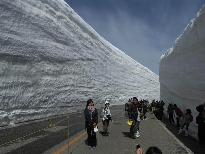 4154 Коридор из снега высотой 20 метров
