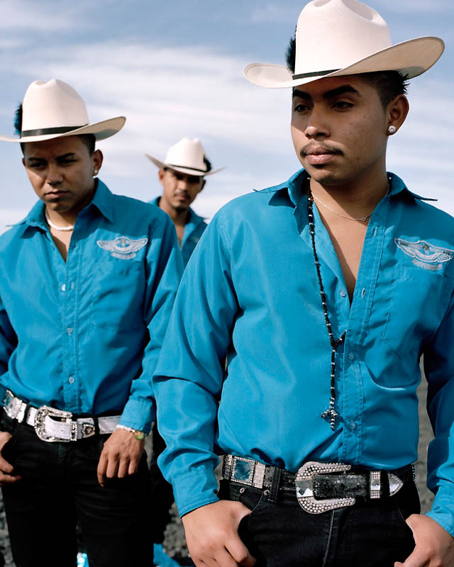 4195 Новое увлечение Мексики: остроносые туфли для танцев