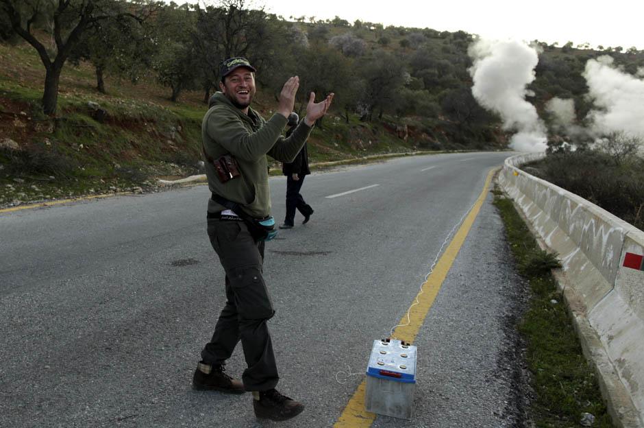 5136 Сирийские повстанцы взрывают дорогу