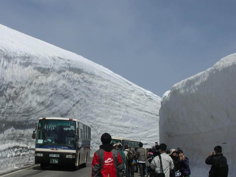 5140 Коридор из снега высотой 20 метров