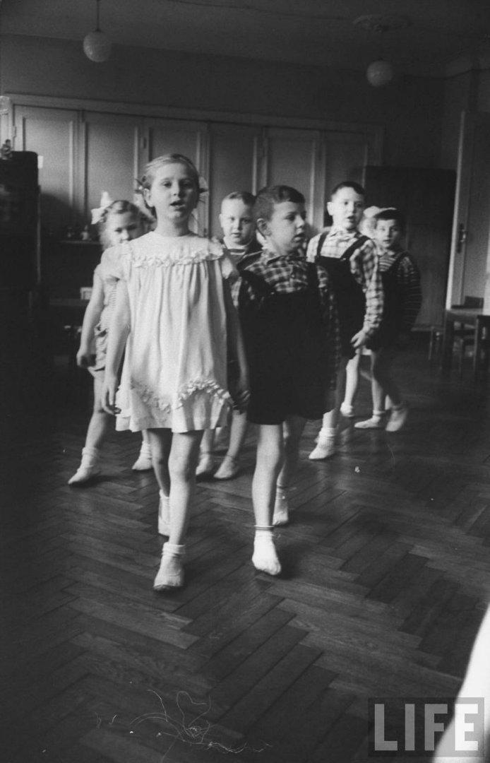 5bce7d4be421 Жизнь советского детского сада в 1960 году глазами фотографа Life
