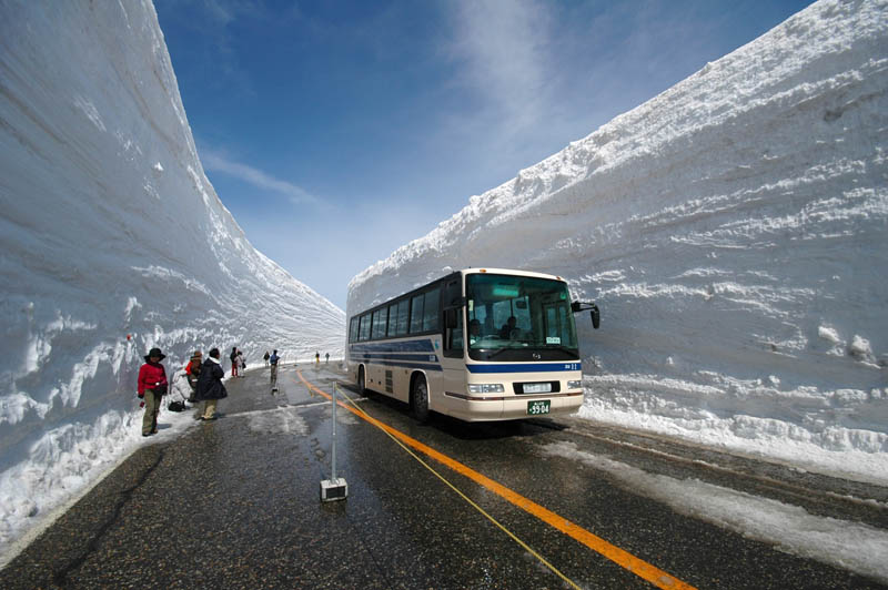 6140 Коридор из снега высотой 20 метров