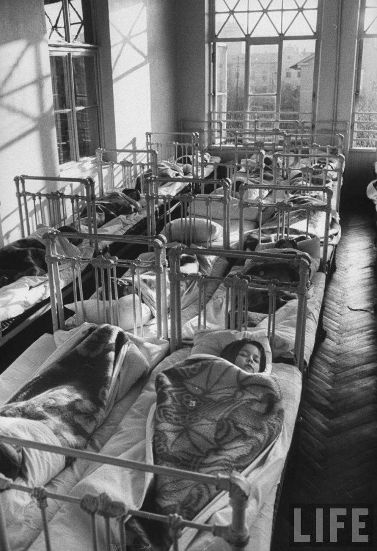 6748b6898127 Жизнь советского детского сада в 1960 году глазами фотографа Life
