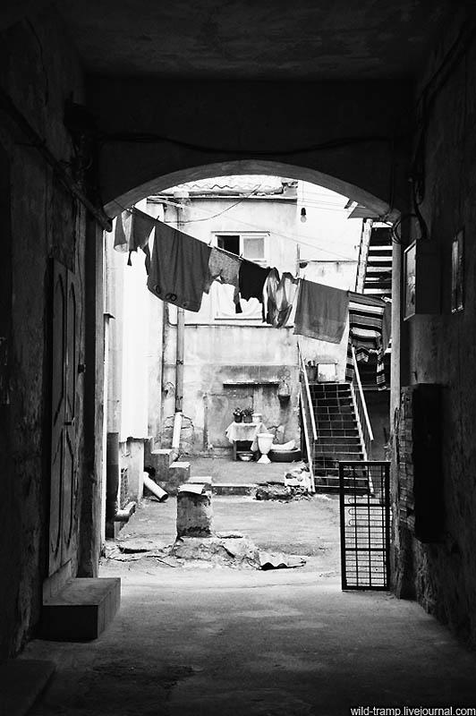 698 Черно белое закулисье одесских дворов