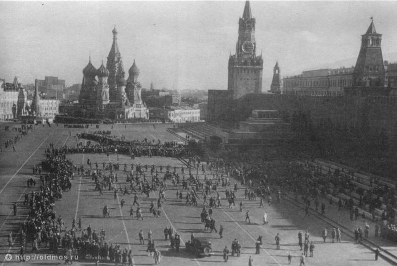 765 История московской очереди в фотографиях