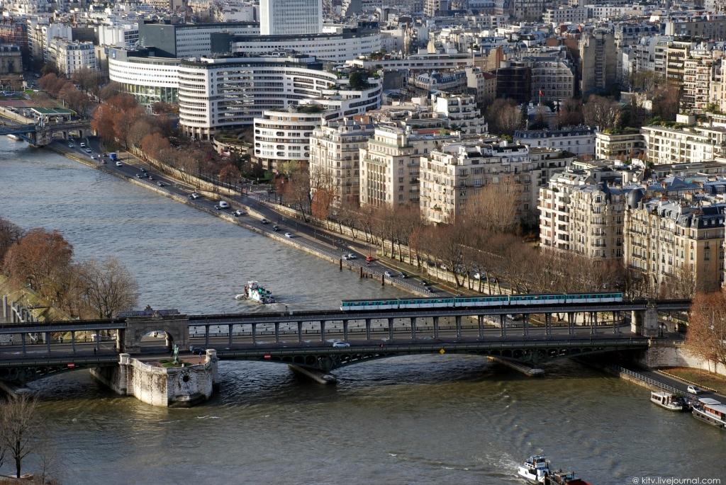 8103 Как выглядит Париж с Эйфелевой башни?