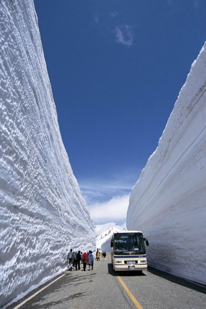 8131 660x990 Коридор из снега высотой 20 метров