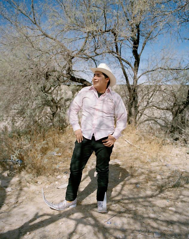 8166 Новое увлечение Мексики: остроносые туфли для танцев