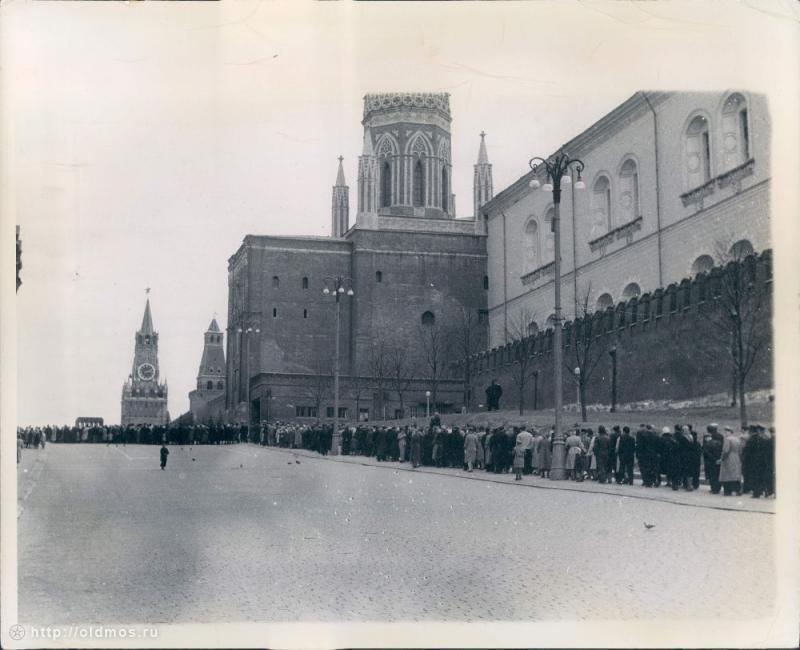 864 История московской очереди в фотографиях