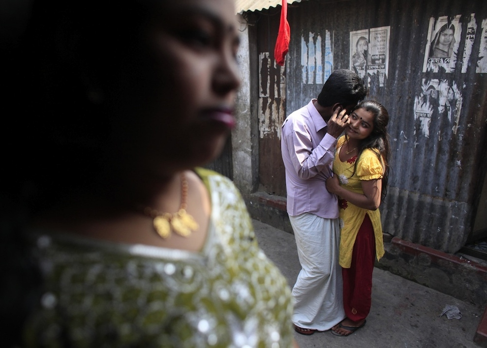 Жесть малолетние проститутки - развлечение для мужчин Бангладеш (30 фото) .