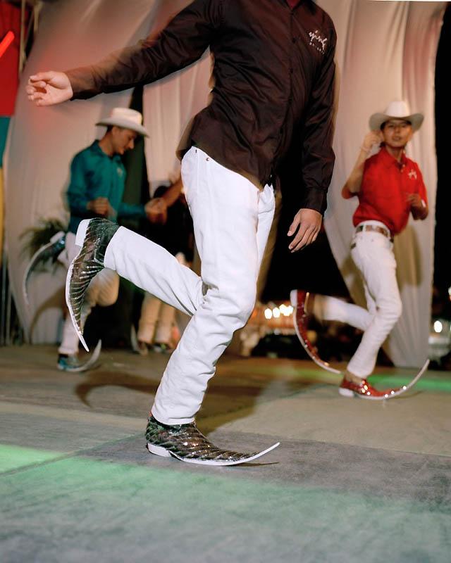9159 Новое увлечение Мексики: остроносые туфли для танцев