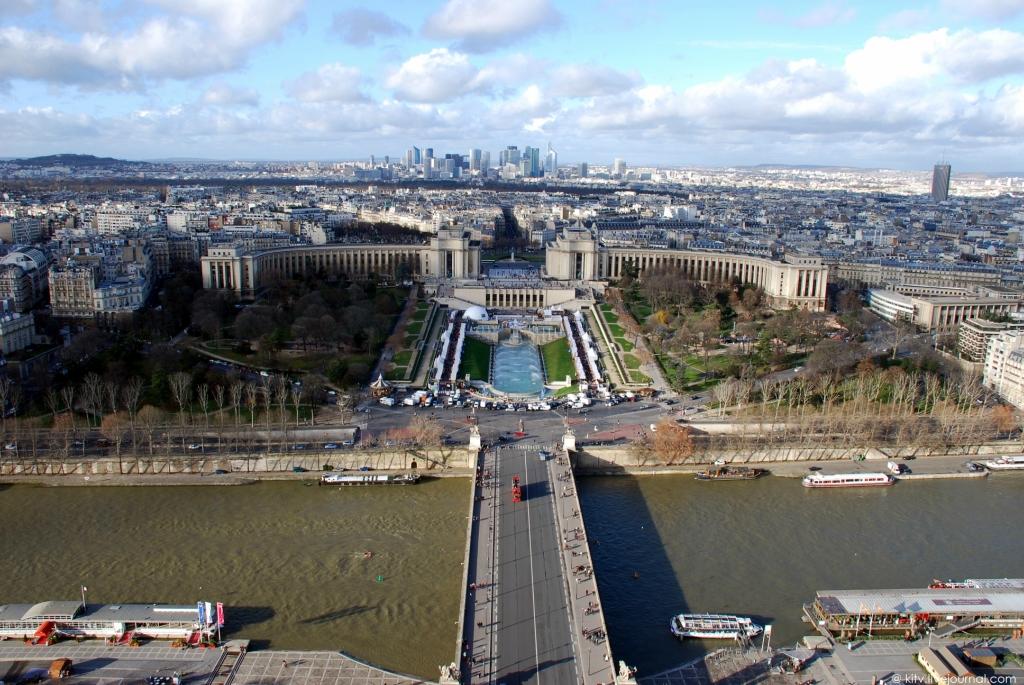 999 Как выглядит Париж с Эйфелевой башни?