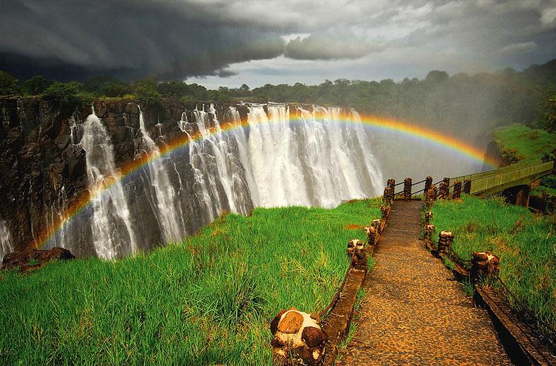 Радуга над самым большим водопадом в мире