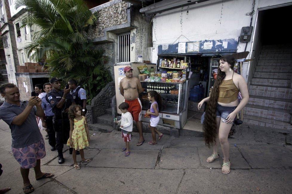 Brazil 6 12 летняя Рапунцель из Бразилии продаст косу, чтобы сделать ремонт в квартире