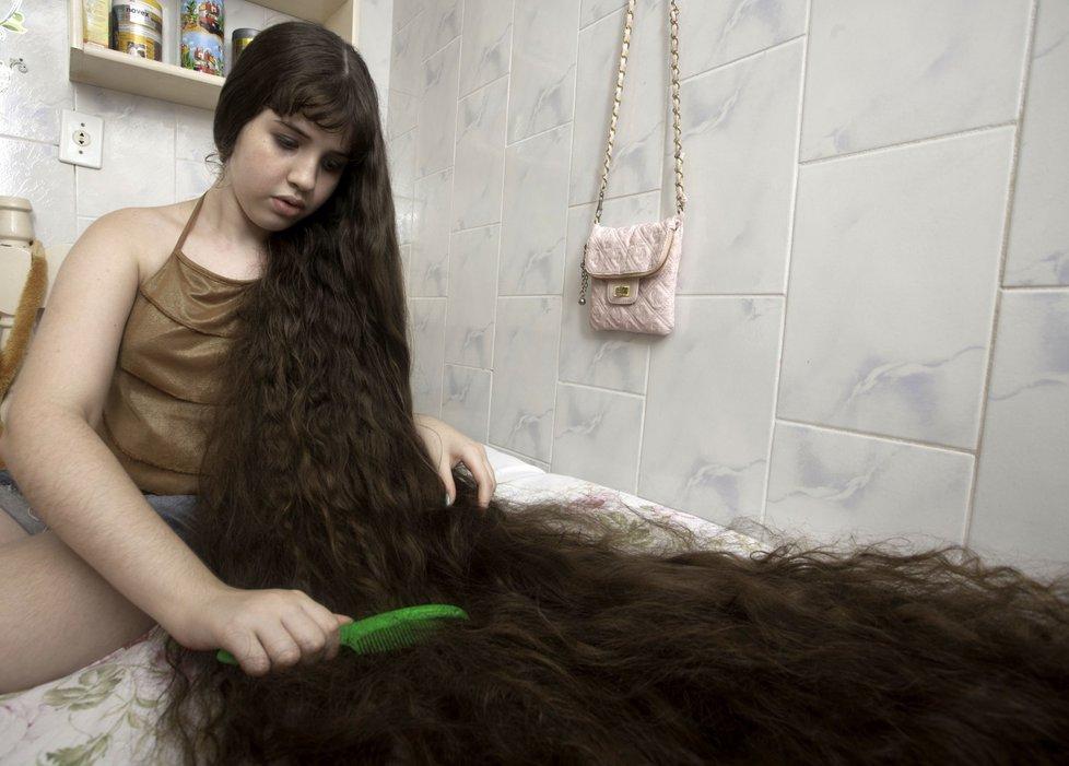 Brazil 9 12 летняя Рапунцель из Бразилии продаст косу, чтобы сделать ремонт в квартире
