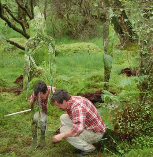 Rob Mulholland  Скульптуры призраки в шотландском лесу