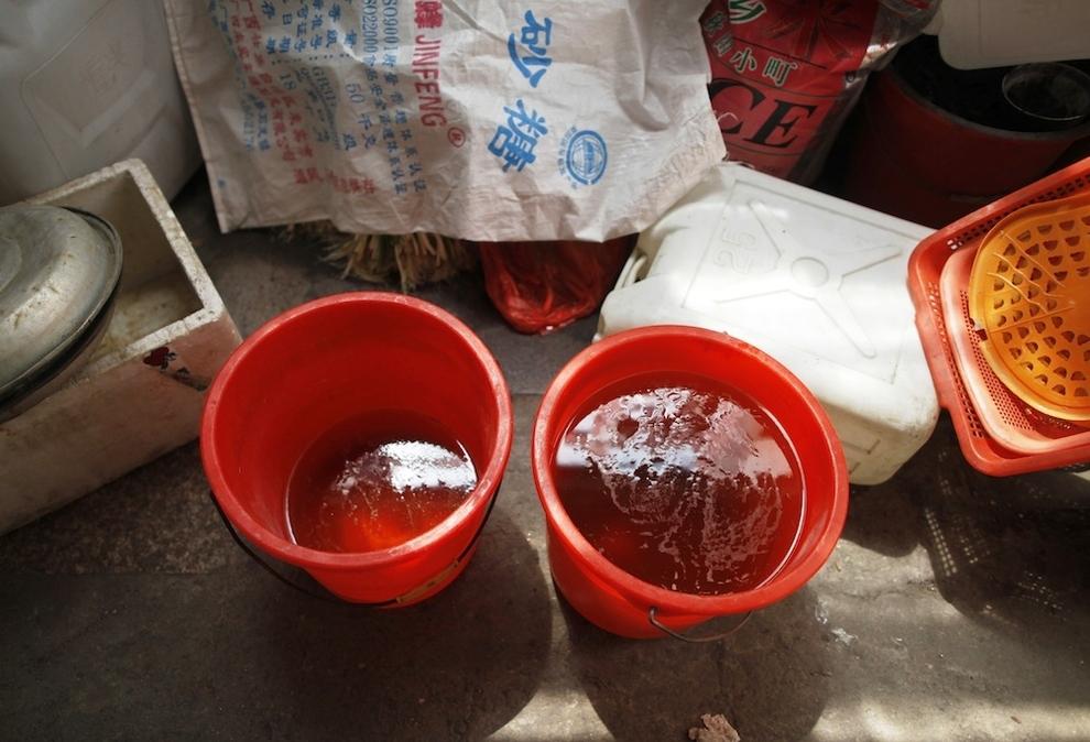 Urine soaked eggs 2 Китайский деликатес   яйца, сваренные в моче девственников