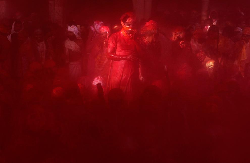 bp101 Фестиваль красок Латхмар Холи в Индии