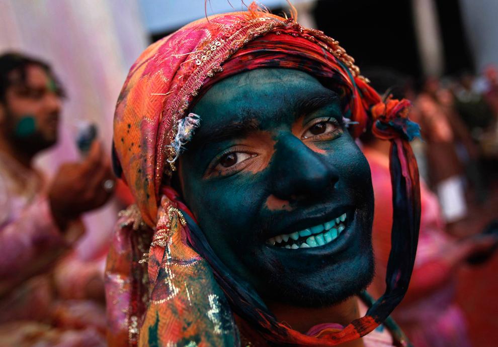 bp110 Фестиваль красок Латхмар Холи в Индии