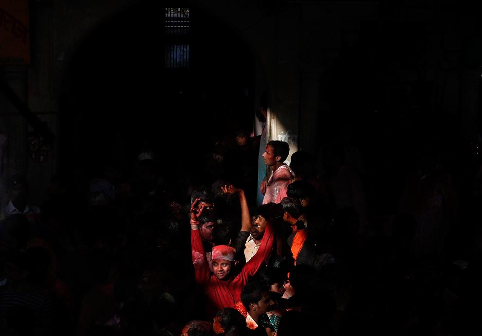 bp111 Фестиваль красок Латхмар Холи в Индии