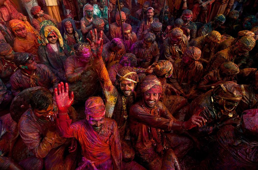 bp151 Фестиваль красок Латхмар Холи в Индии