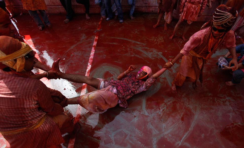 bp161 Фестиваль красок Латхмар Холи в Индии