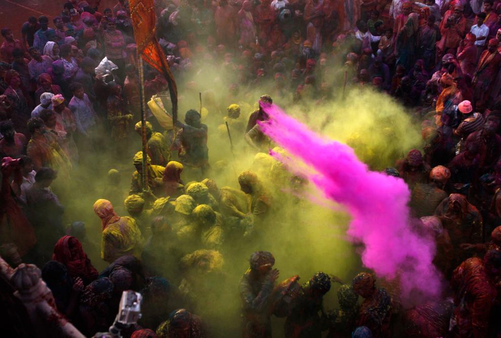 bp210 Фестиваль красок Латхмар Холи в Индии