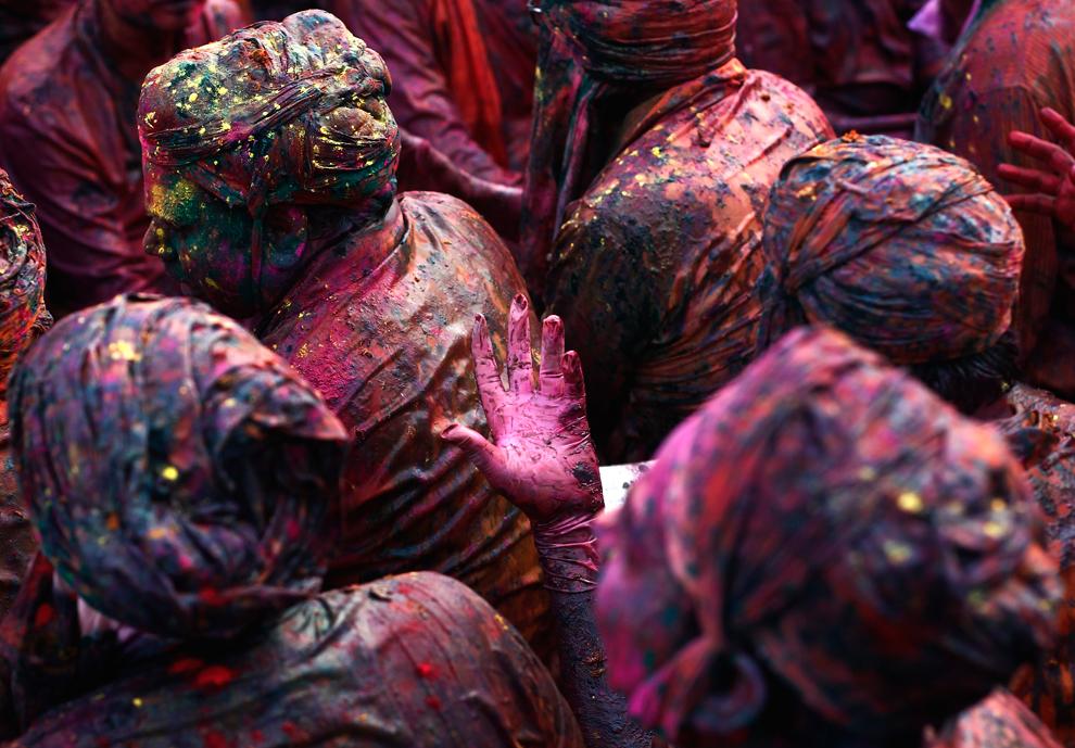 bp211 Фестиваль красок Латхмар Холи в Индии