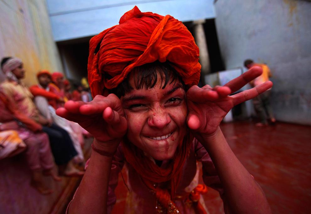 bp221 Фестиваль красок Латхмар Холи в Индии