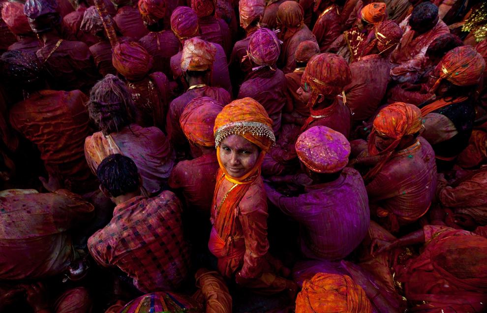 bp310 Фестиваль красок Латхмар Холи в Индии
