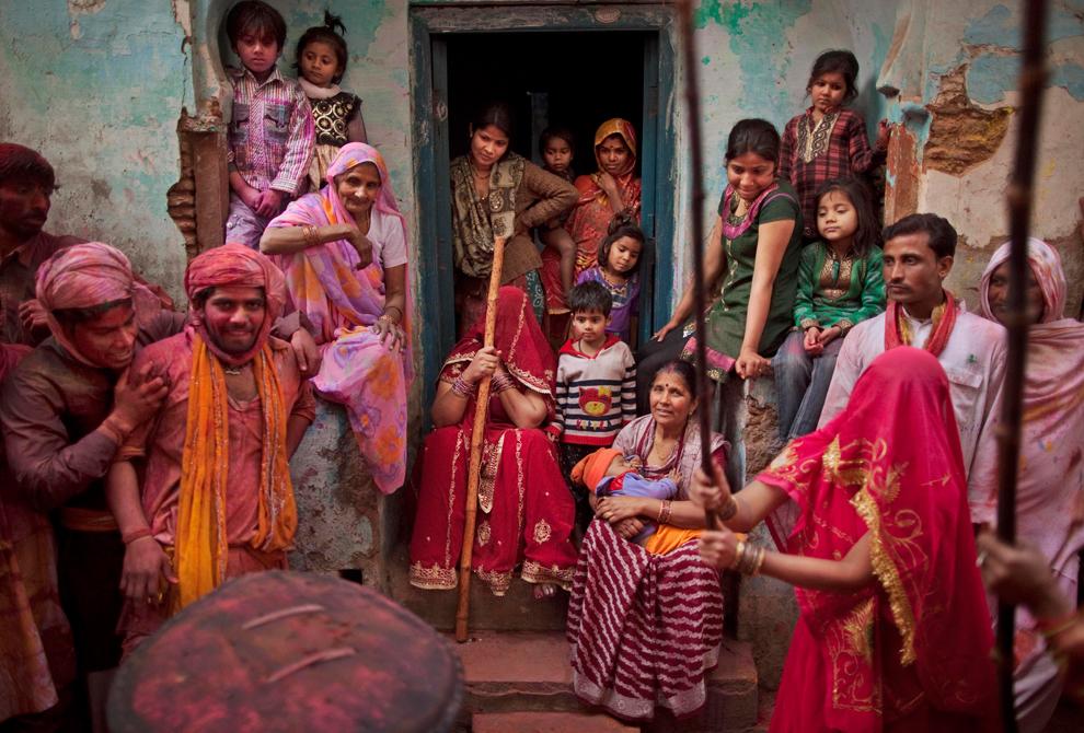 bp46 Фестиваль красок Латхмар Холи в Индии