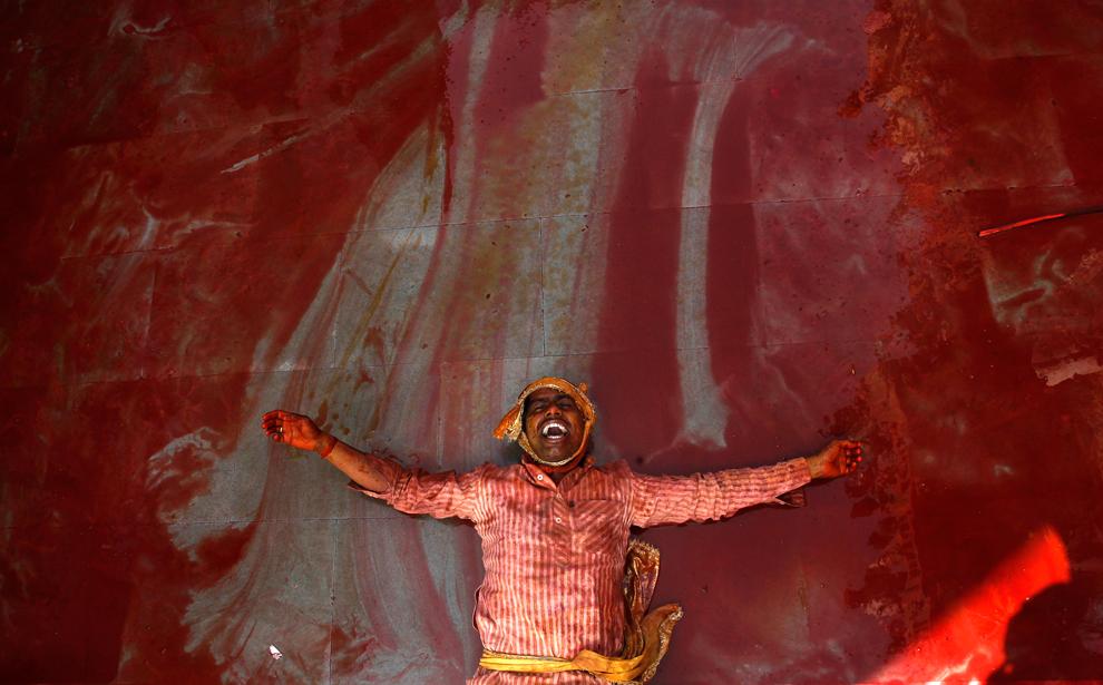 bp51 Фестиваль красок Латхмар Холи в Индии