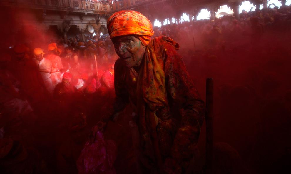 bp61 Фестиваль красок Латхмар Холи в Индии