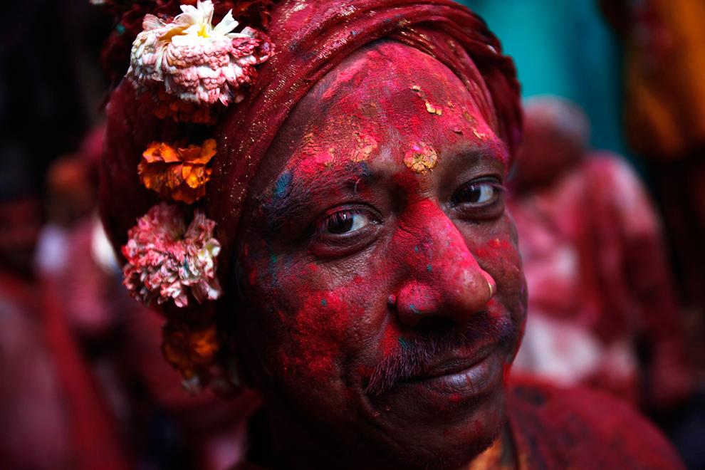 bp71 Фестиваль красок Латхмар Холи в Индии