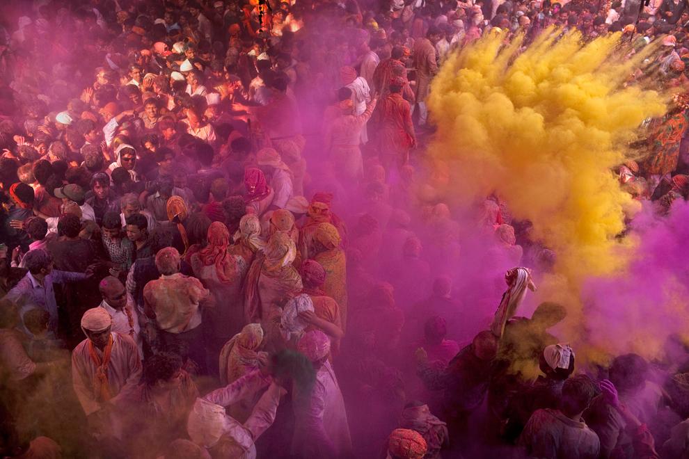 bp91 Фестиваль красок Латхмар Холи в Индии