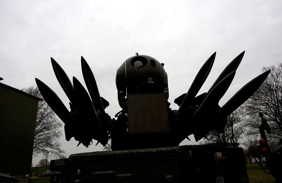 Совместная наземная база противовоздушной обороны в Линкольне, Англия.  Пилоты ВВС Англии приняли участие в учениях в...