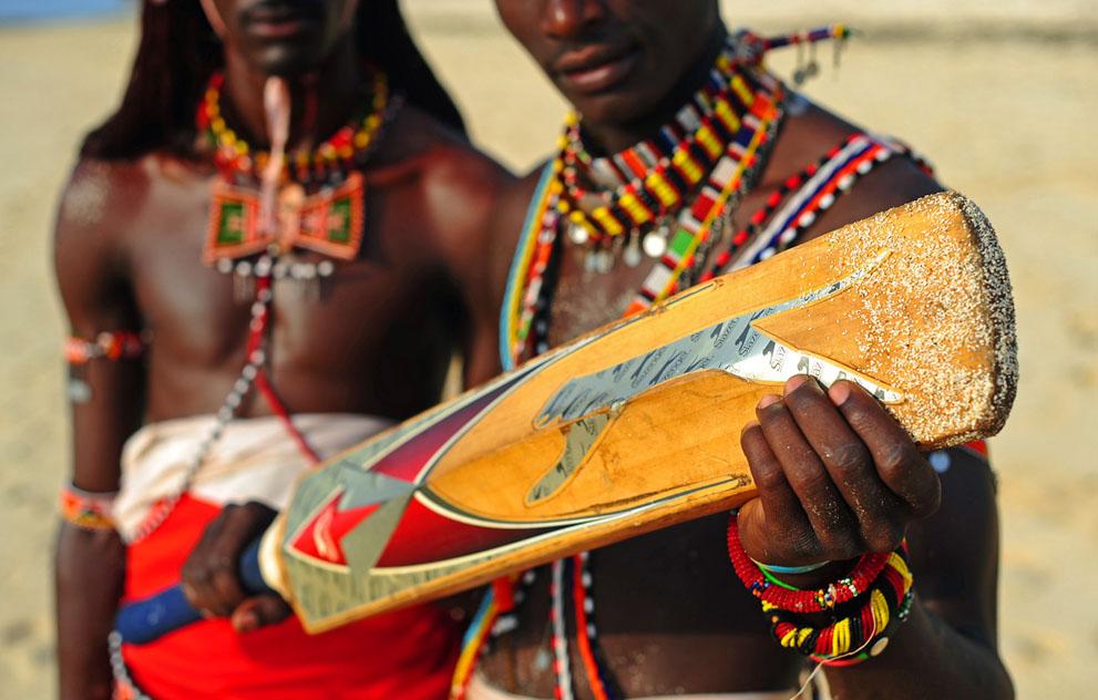 s m06 40839798 Команда по крикету из племени масаи