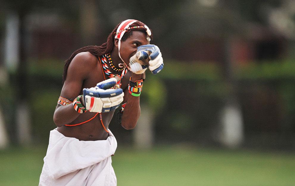 s m12 40839820 Команда по крикету из племени масаи