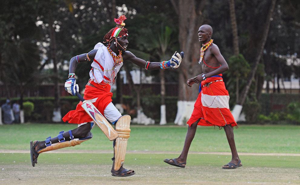 s m16 40839817 Команда по крикету из племени масаи