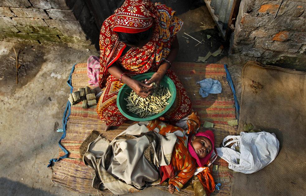 tobacco roller 03 Индийская девочка в табачном плену