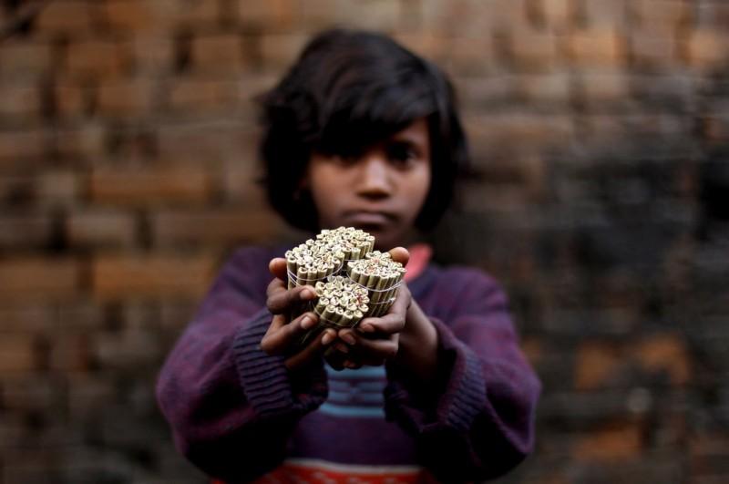 Индийская девочка в табачном плену