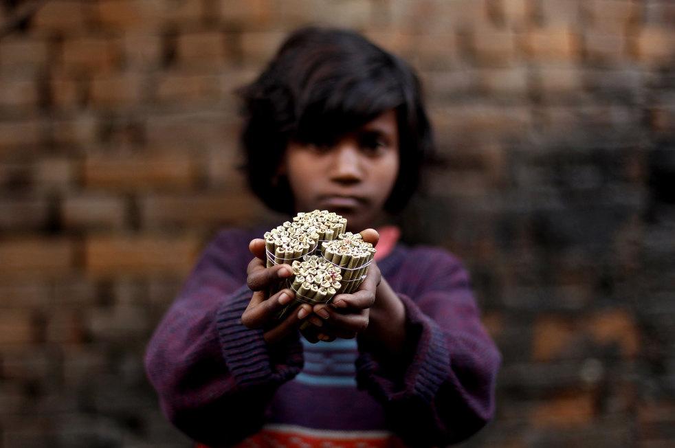 tobacco roller 06 Индийская девочка в табачном плену