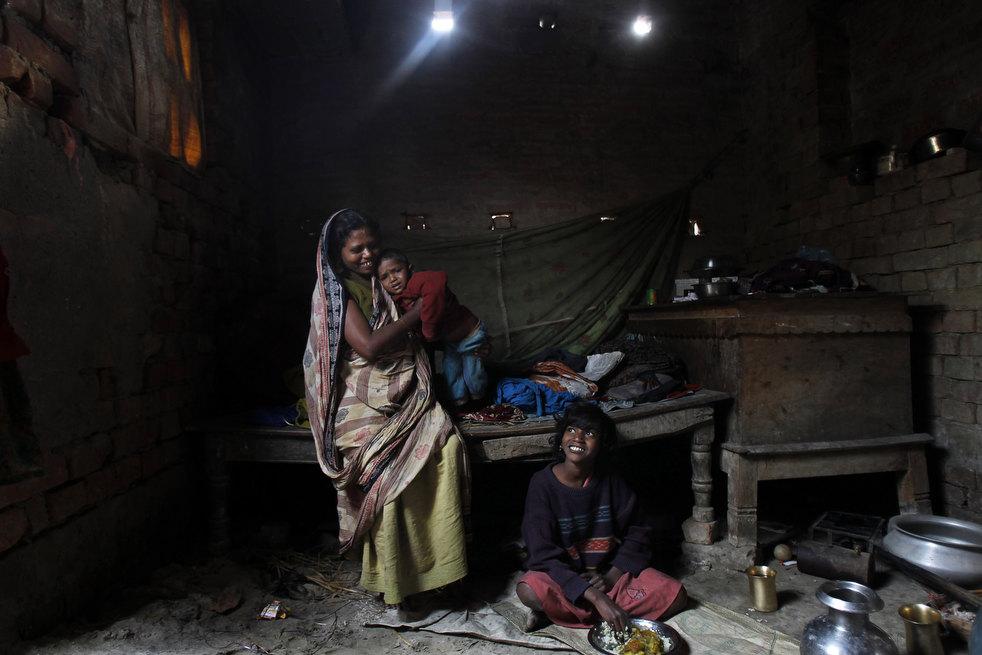 tobacco roller 08 Индийская девочка в табачном плену