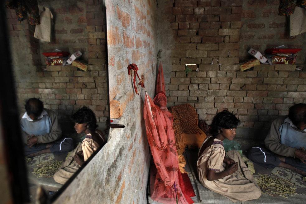 tobacco roller 10 Индийская девочка в табачном плену