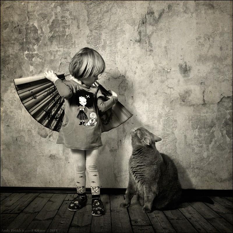Крылья может быть мы птицы 800x800 Маленькая девочка и кот Том
