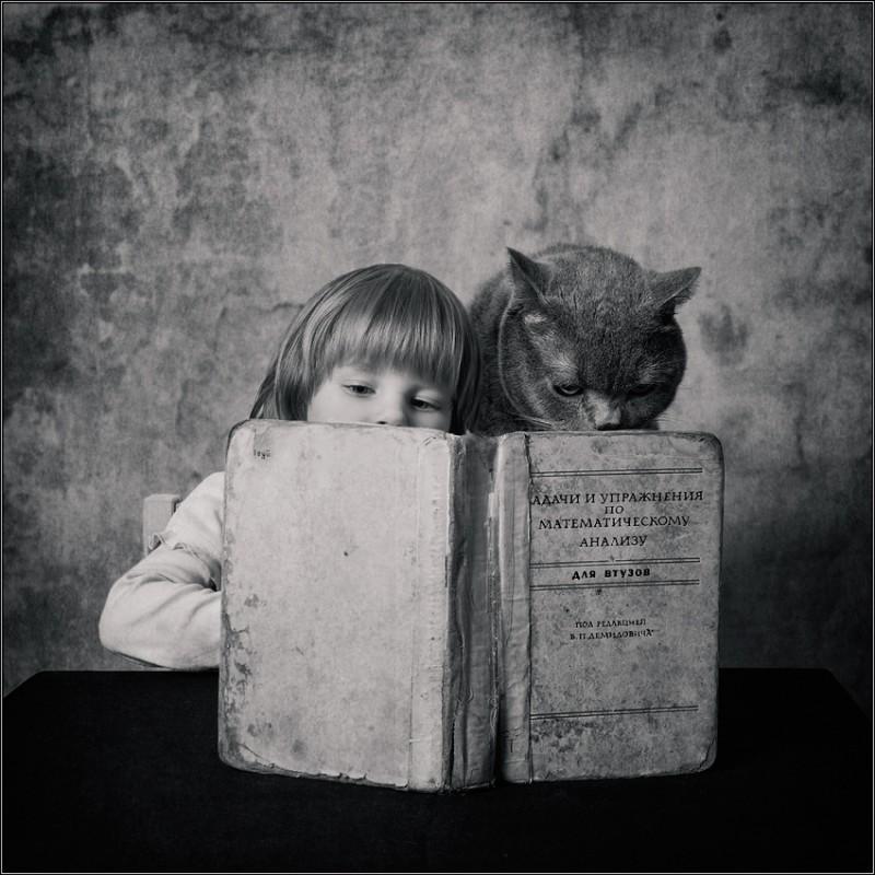 Мозговой штурм 800x800 Маленькая девочка и кот Том