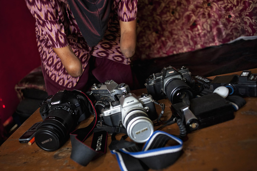 000068c2 Безрукая женщина профессиональный фотограф