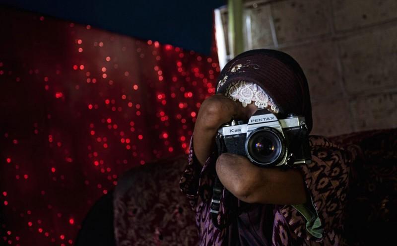 000068c3 800x496 Безрукая женщина   профессиональный фотограф